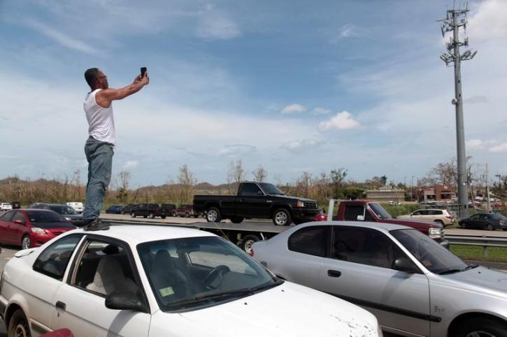 Puerto Ricans hunt for cellphone signal