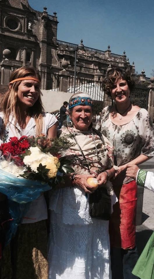 Grandmother Tonalmitl and Ameyltzin in left side